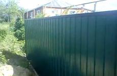 Строим забор из рабицы
