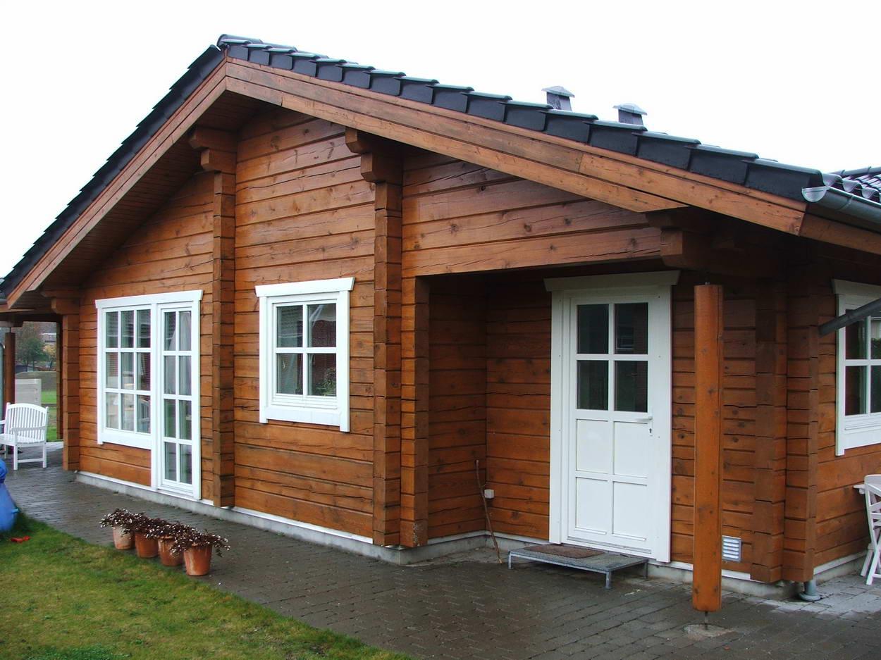 Отделка фасадов домов декоративными элементами